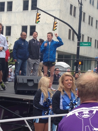 Leon encourages the crowd before the race